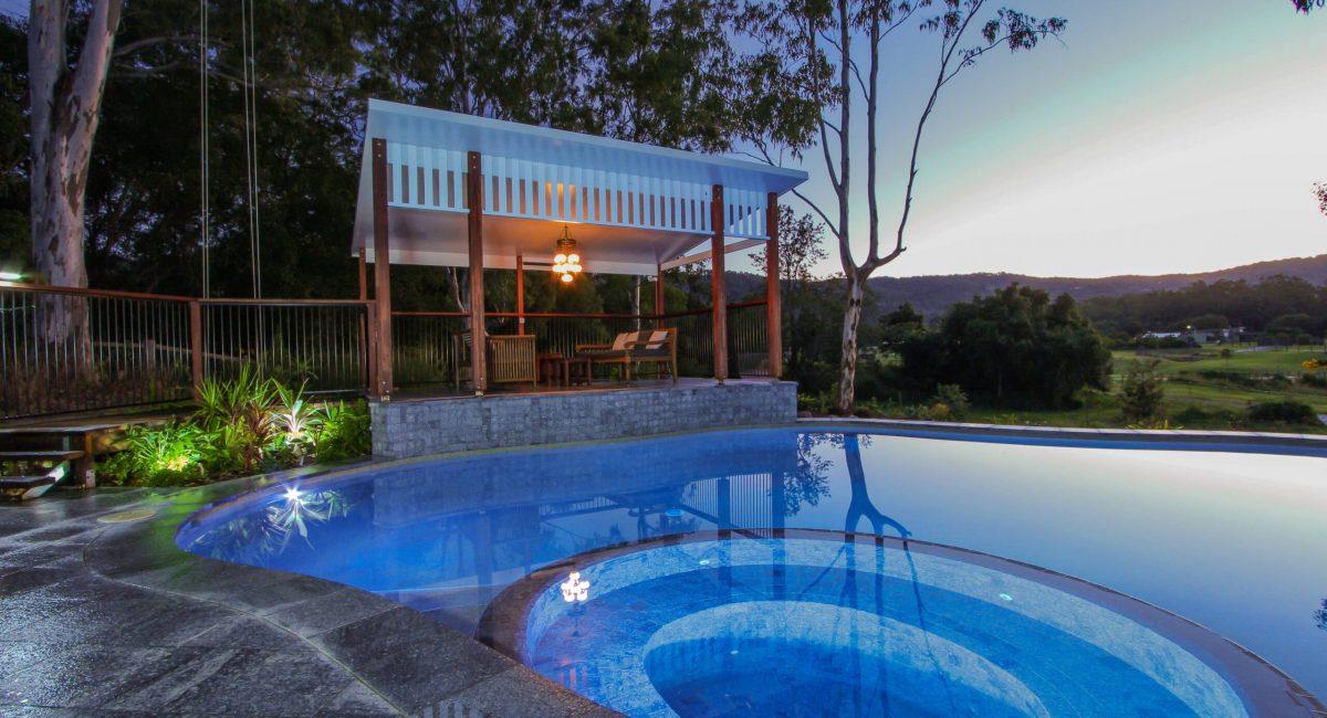 Pool with Spa in Byron Bay region